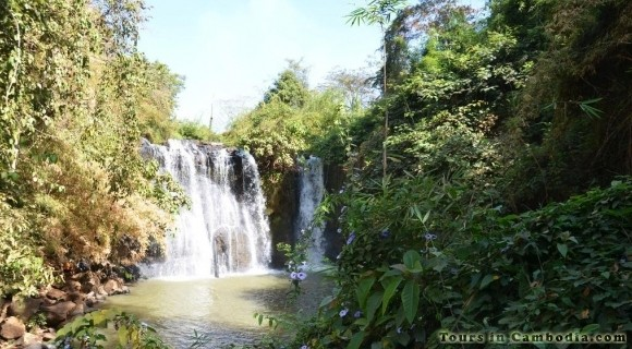 Kachanh Waterfall in Banlung