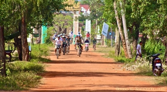 Cycling to Kampong Thom
